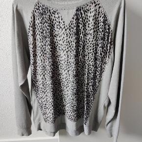 Frontstykke af silke. Små fnulder på bomuld