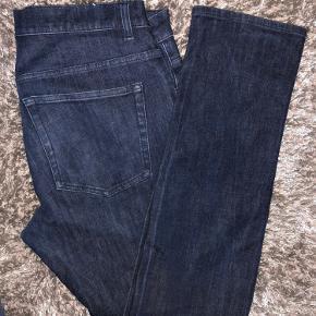 Lækre Acne jeans som fitter slim De er str 34