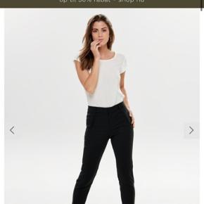 Fine bukser har to par nypris for to 500,-  Sælges for 400,- aldrig brugt