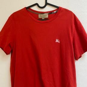 Burberry t-shirt brugt Max. 3 gange, står som helt ny. 9/10.  Stil gerne spørgsmål i chat eller BYD, købt på Farfetch, har kvittering derfra