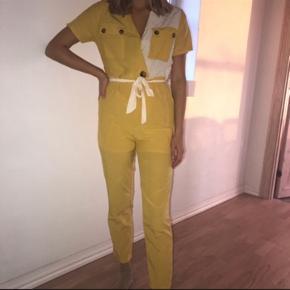 Det flotteste buksedragt fra Rude i den fedeste farve 🎀🎀🎀  Str M  #30dayssellout  Jeg er selv 174 cm høj