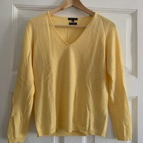 Sælger denne lækre sweater fra Massimo Dutti i 100% cashmere. Brugt én enkelt gang.