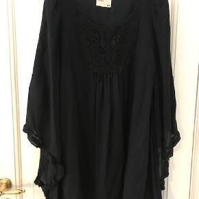 e918f342aeac Elegant kjole fra Rützou som går til knærne. Lavet i uld og silke. Har