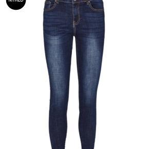 Brugt en enkelt gang, helt som nye.   Super fede jeans fra Prepair. Lækreste kvalitet med en rigtig god pasform og med stretch, de er rigtig behagelige at have på. Med en knap og lynlås, to lommer foran og bagpå. De er smarte til hverdag med en smart Tshirt, en lækker strik eller en flot skjorte og jakke til.  Str. M 38/40 model Elisa  Købspris 700 kr. de er i butikkerne nu efterår/vinter kollektion 2019/2020.