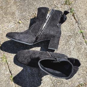 Helt nye støvler i ruskind fra Gabor/ aldrig brugt Størrelse 37 / uk 4 købt for små  Lidt små i størrelsen  #Secondhandsummer