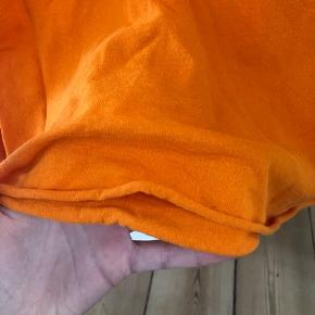 Orange champion t shirt i XL, men klippet i længden til omkring S BYD