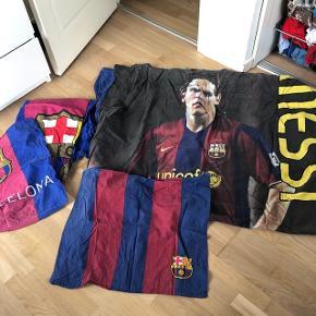 fodbold sengetøj med Messi og F C Barcelona sengetøj til en voksendyne 60 kr pr. Sæt eller 80 kr for begge sæt Bytter ikke