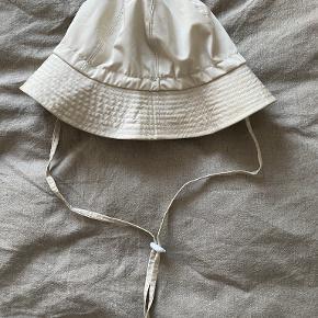 About Vintage hat & hue