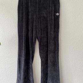 Adidas Originals bukser & shorts