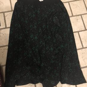 Nypris 399,- Meget sød nederdel