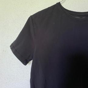 Basic sort t-shirt fra zara