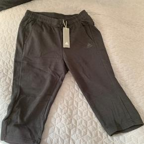 Ankellange joggingbukser i lækker kvalitet og splinternye