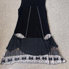 Flot Mongul kjole i str. M.   BYD