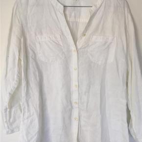 Varetype: skjorte Farve: Hvid  100% linen. Sender med DAO.