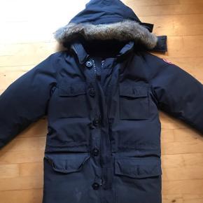 Dejlig varm jakke kun brugt 2uger på Grønland.