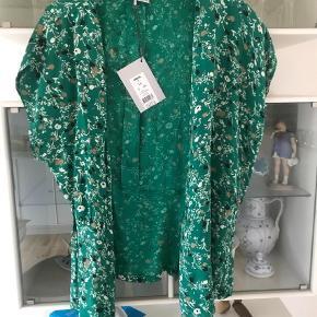 Varetype: Slåom bluse ny Farve: Grøn Oprindelig købspris: 500 kr.  Skøn dejlig bluse i slåom virkelig lækker kvalitet  Er til at handle med ved køb af flere ting