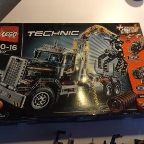 Lego Technic pakke. Der er vejledning i pakke. Særlig model som ikke kan købes i butikker værdi 2000 kr