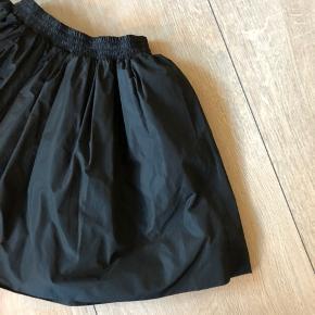 Bytter ikke og prisen er fast Gode ende af gmb Talje når elastikken ikke er strukket ud:25cm*2 Længde:39 cm Nederdel