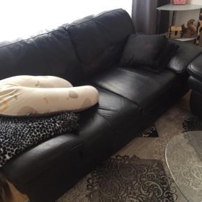 Echt Leder 2 er Sofa , neupreis war 2.500 fr  einbisschen abgeuntzt auf der rechten sitz seite , sihe Foto ( mus abgeholt werden)