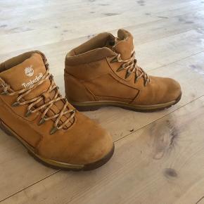 Timberland støvler. Bliver ikke brugt derfor sælges. Prisen er eks Porto.