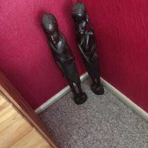 Sælger dette par måler 64 cm høje