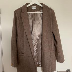 Ganni blazer/frakke i str m. Brugt få gange:)