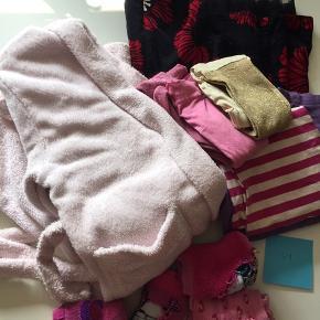 Pigetøj sælges. Lækker badekåbe Kjole Nattøj 2 par strømpebukser  4 par tykke sokker