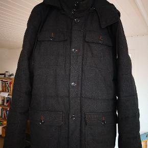 God jakke i super kvalitet som desværre er for stor til mig nu.50% uld