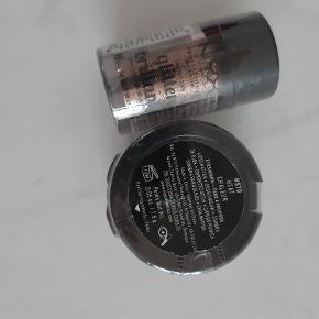 Nyx øjenskygge i farven Heat Chaleur og løs glitter. Uåbnet.   Sælges samlet for 30 kr. pp.
