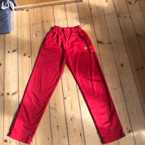Flotte røde bukser! I rigtig god stand