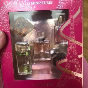 Lancôme les miniatures gaveæske, aldrig brugt og helt uåbnet, der er dog en af parfumerne der har været utæt, da det er fragtet, så den sælges lidt billigere :)