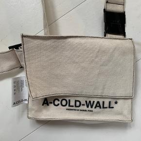 A cold wall skuldertaske
