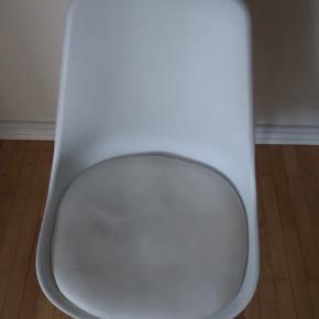Sælger to stole fra ilva, har været brugt som kontorstole og sælges nu da vi har købt nye stole :)