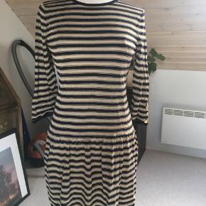 Virkelig fin kjole fra svenske Busnel. Kun vasket - aldrig brugt.