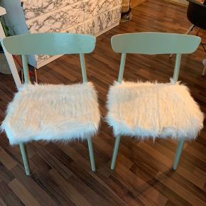 Jeg har 4 ens stole. Sælges samlet