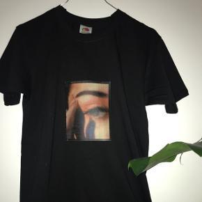 ❌FÅS OGSÅ I HVID T-SHIRT❌ sælger disse super fede T-shirt med print 150inkl Skriv for mere info