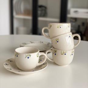 Kaffesæt med 4 kopper og 4 underkopper.  Afhentes i Viby J ☺️