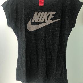 Mørkegrå Nike sports t-shirt