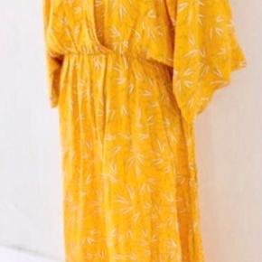 Pæn kjole fra Rue de femme, str. S kun brugt få gange, som ny. Nypris 1100 kr.