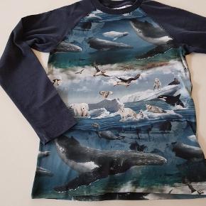 T-shirt med dyr. Ny (uden mærke). Str. 152  Sender også. Det koster 38 kr med Dao.