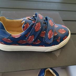 AKID designer sneakers. Helt nye i æske Nypris 600 kr.
