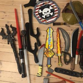 Pistoler sværd sælges kun samlet og skal afhentes i Herlev
