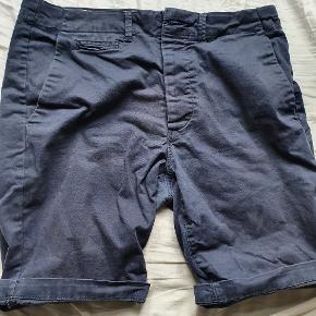 Jack & Jones shorts, M, kun brugt en sommer. Der er en lille sygningsfejl omme bagpå, men ikke noget som man bemærker. Kan nemt fikses