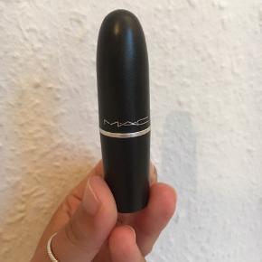 Cool, mørk lilla læbestift fra mac. Kun prøvet på et par gange