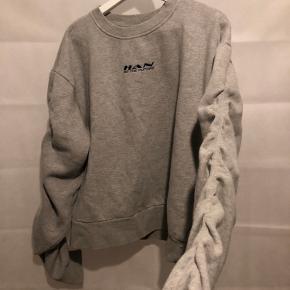 Sælger min HAN Kjøbenhavn sweatshirt, har aldrig brugt den.  Byd gerne 🤍