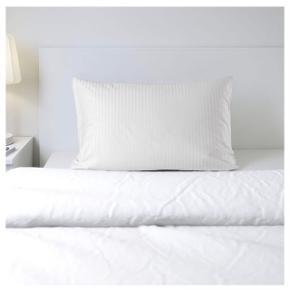 Stor pude 100x70 cm fra IKEA 90 kr inkl. betræk (se billede 3) Kan afhentes i Vanløse eller sendes på købers regning.  OBS: ikke det betræk på billedet (se billede 3)  Tjek mine andre annoncer ud🛍