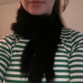 Sødt kanin-halstørklæde. Nypris 400kr