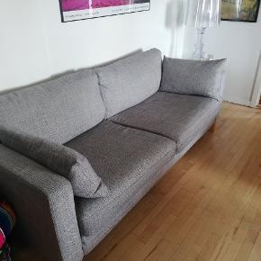 3 personers Karlstad sofa fra Ikea. Den er 5 år gammel men i fin stand.