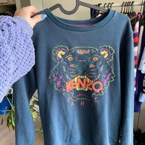 Jeg sælger den trøje, da jeg aldrig får den brugt, og det er synd, at den skal gå til spilde. Den er brugt meget då gange, og er i størrelsen S.  Np: den kostede omkring de 1000 kr. Mp: Byd