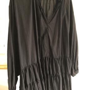 Virkelig fin og eftertragtet tunika fra H&M. Kvaliteten i den bedre ende. Bytter ikke